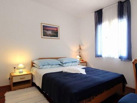 Apartmaji Oleandar, Jelsa - Hrvaškaapartmaji.si